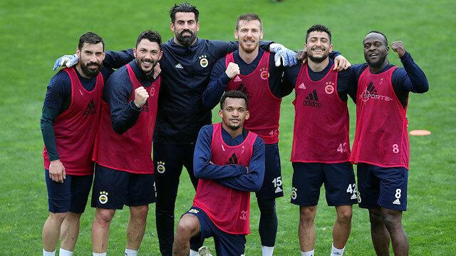 Fenerbahçe, deplasmanda oynayacağı Alanyaspor maçı hazırlıklarını sürdürüyor.