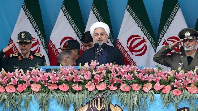 Ruhani'nin konuşmasından sonra askeri geçit töreni düzenlendi.