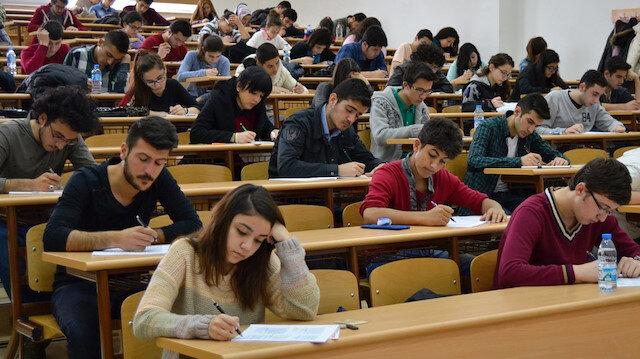 Her yıl binlerce öğrenci üniversite sınavında yer döküyor.
