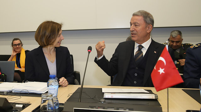 Turkish DefMin speaks with French counterpart