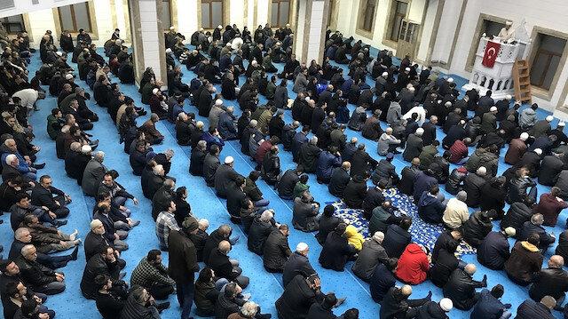 Berat Kandili tüm camilerde eda edildi