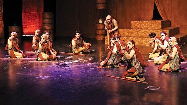 Tiyatro Festivali boyunca ilçe genelindeki 16 lisenin tiyatro grupları toplamda 18 oyunla jürinin karşısına çıktı.