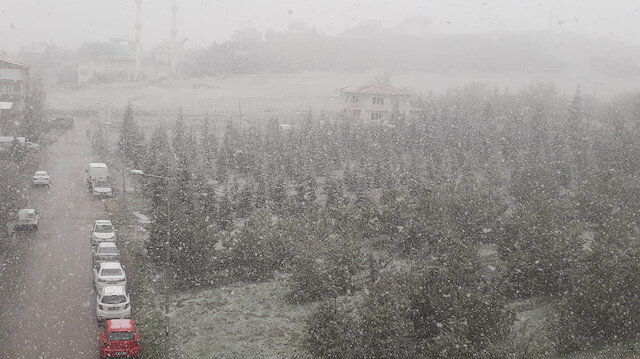 Nisan ayında Ankara'da yoğun kar yağışı