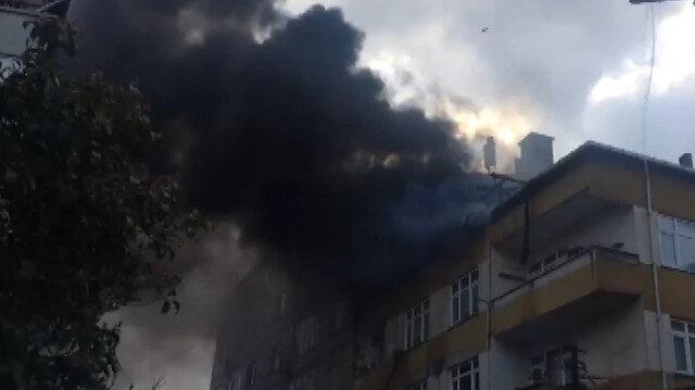 Beyoğlunda 4 katlı binada yangın paniği