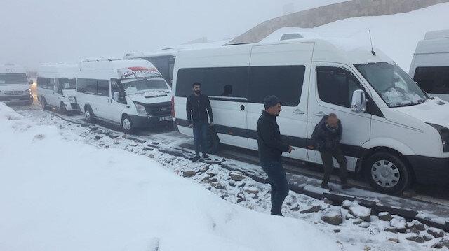 Turistler ekiplerin 5 saatlik çalışması sonrası kurtarıldı.