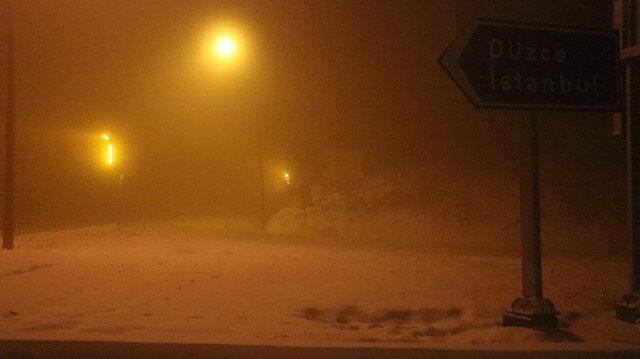 Kar yağışı nedeniyle sürücüler zorluk yaşıyor
