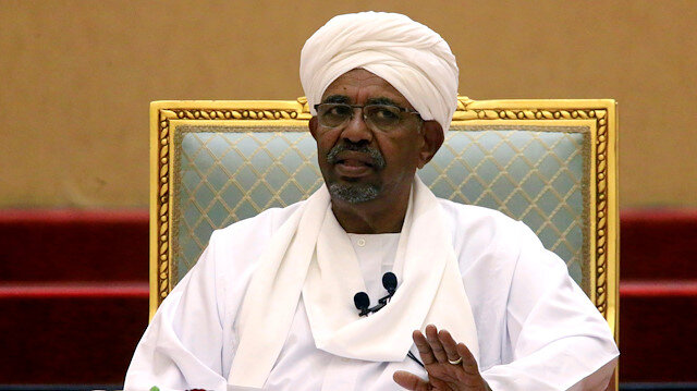 FILE PHOTO: Sudanese President Omar al-Bashir addresses the National Dialogue Committee meeting at the Presidential Palace in Khartoum, Sudan April 5, 2019. REUTERS/Mohamed Nureldin Abdalla/File Photo