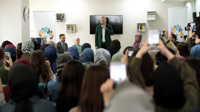 Cumhurbaşkanı Erdoğan saldırıya uğrayan TÜRGEV yurdunu ziyaret etti