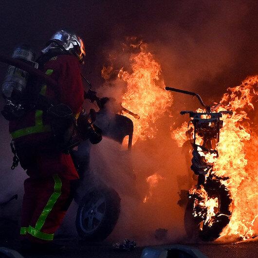 Fransa sokakları yanıyor