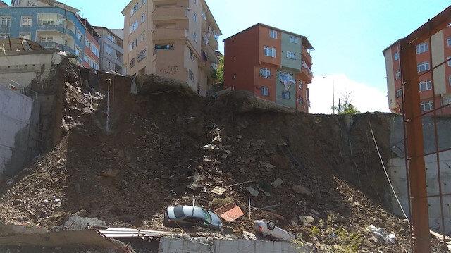 Kağıthane'de boşaltılan 4 katlı bina çöktü