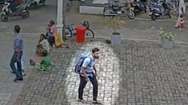 شاهد بالفيديو لحظة دخول الانتحاري إلى كنيسة سيرلانكا قبل تفجيرها