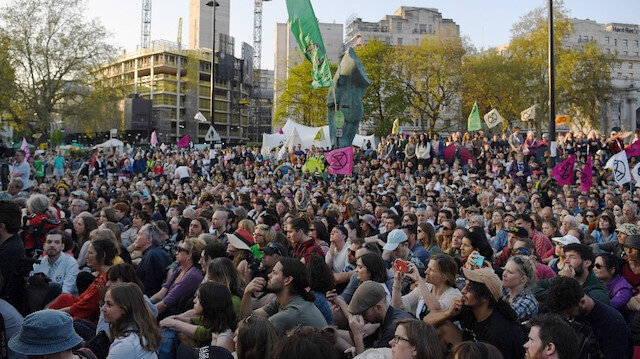 Londra'da çevreci eylemler: Gözaltılar bini geçti