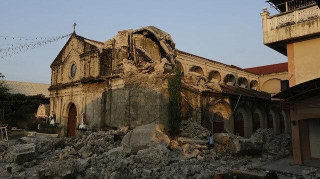 Filipinler'de deprem: Ölü sayısı 16'ya yükseldi