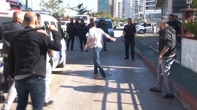 Polise bıçakla saldıran gence tazyikli suyla müdahale