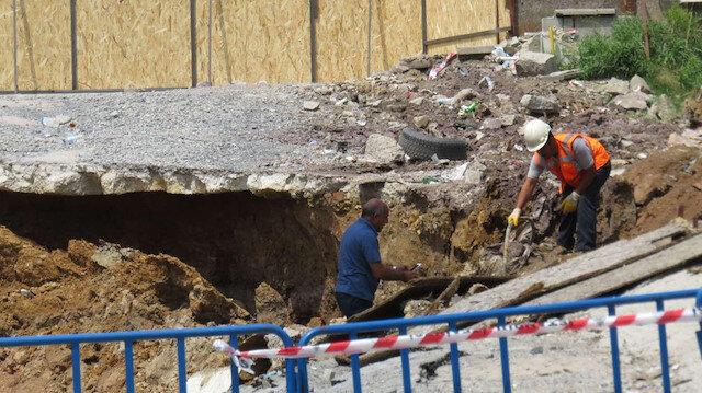 Ümraniye'de şantiye duvarı devrildi