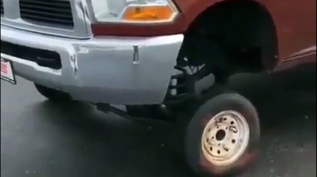 Pick-Up'a otomobil lastiği taktı