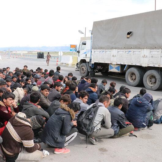 Erzincan'da kamyon kasasında 100 göçmen yakalandı