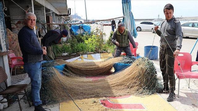 Balıkçılar ağ mesaisinde