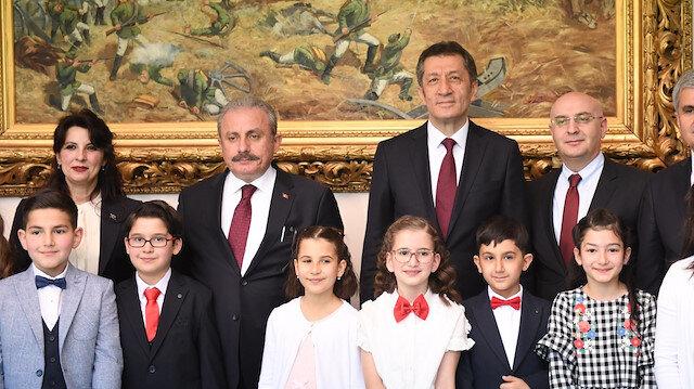 رئيس البرلمان التركي يستقبل أطفالًا من 40 دولة