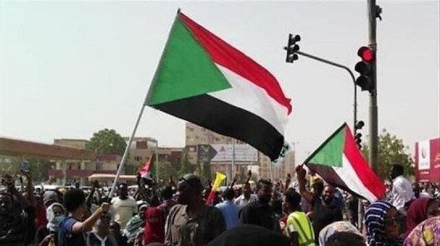 المجلس العسكري الانتقالي بالسودان ينظر في استقالة 3 من أعضائه