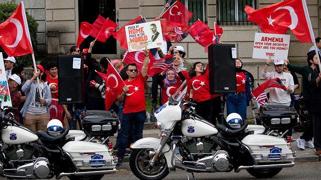 أتراك يتظاهرون في واشنطن تنديداً بالمزاعم الأرمينية حول أحداث 1915