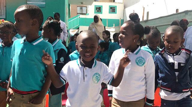 Senegalli minik Abdurrahmanın İstiklal Marşı tutkusu