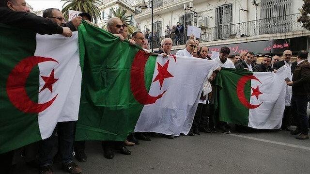 الجزائر.. مئات الآلاف يعودون للتظاهر طلبا لرحيل رموز النظام ومحاسبتهم