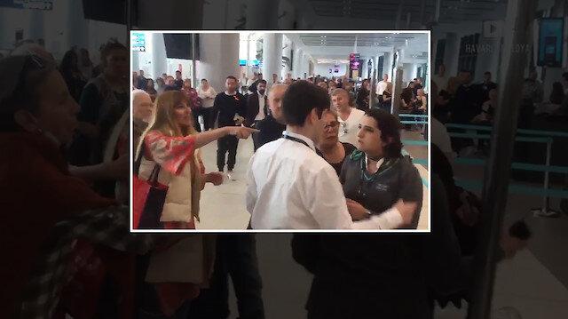 Uçağı rötar yapan kadın, personele hakaret etti