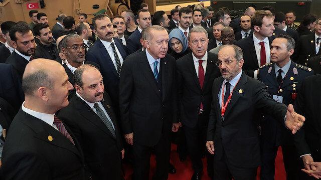 Cumhurbaşkanı Erdoğan TÜMOSANın ürettiği PUSATı inceledi