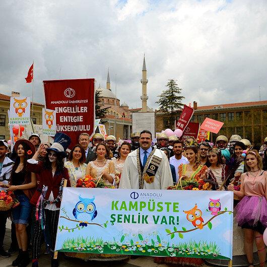 """في """"أسكي شهير"""" التركية.. طلاب """"الأناضول"""" يحتفلون بالربيع"""