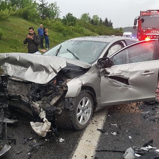 TEM otoyolunda zincirleme kaza: Lüks araç alev alev yandı