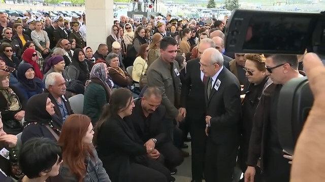 Şehit Yüzbaşının ailesi Kılıçdaroğlunun elini sıkmadı
