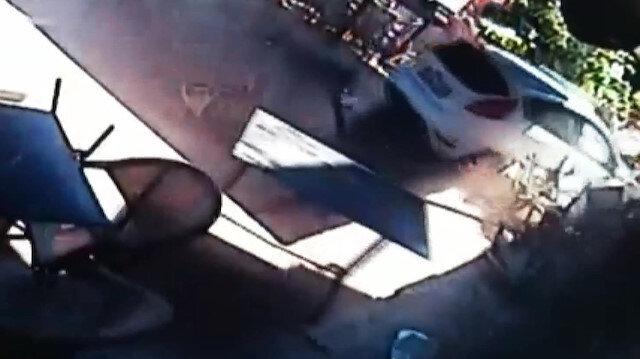 Otomobilin kafeye daldığı kazanın görüntüleri ortaya çıktı
