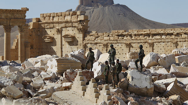 FILE PHOTO - Syrian army soldiers stand on the ruins of the Temple of Bel in the historic city of Palmyra, in Homs Governorate, Syria April 1, 2016. REUTERS/Omar Sanadiki/File Photo