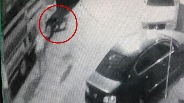 2 pitbullun saldırısına uğrayan küçük kızı mahalleli kurtardı