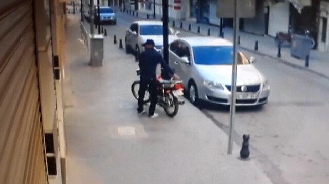 Motosiklet hırsızlığı anbean güvenlik kamerasına yansıdı