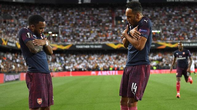 Arsenal'in yıldızları Lacazette ve Aubameyang'ın gol sevinci.