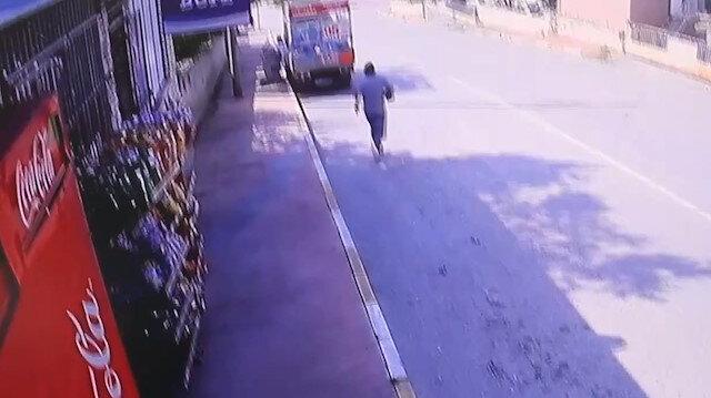 El frenini çekmediği kamyonetin peşinden böyle koştu
