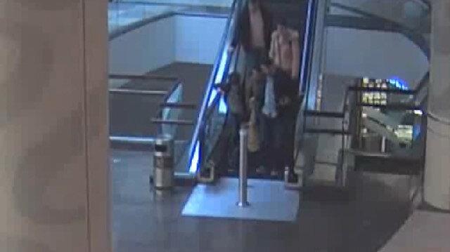 Yürüyen merdivende 5 yaşındaki çocuğun parmakları koptu