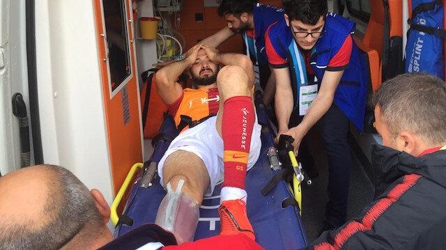 Emre Akbaba ambulansla hastaneye kaldırıldı.
