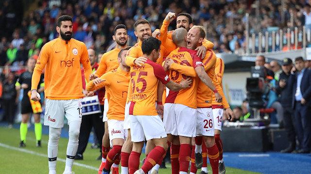 Galatasaraylı futbolcuların gol sevinci.