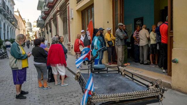 Küba, gıda ihtiyacının yaklaşık üçte ikisini yılda 2 milyar dolara ithal ediyor.