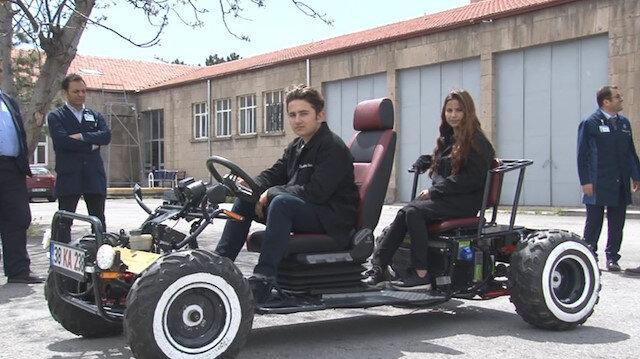 Kayseri Merkez Mesleki ve Teknik Anadolu Lisesi'den Elektrik-Elektronik ve Motorlu Araçlar Teknolojisi alanlarında toplam 30 öğrenci elektrikli araba yapım çalışmasına katıldı.