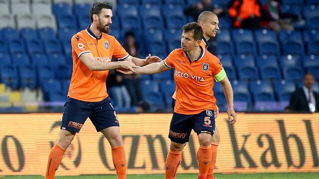 Başakşehir, Emre Belözoğlu'nun oyuna girmesiyle ikinci yarıda topun sahibi oldu ve maçı çevirdi.