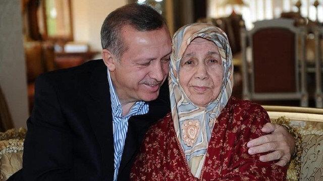 Cumhurbaşkanı Recep Tayyip Erdoğan ile annesi Tenzile Erdoğan