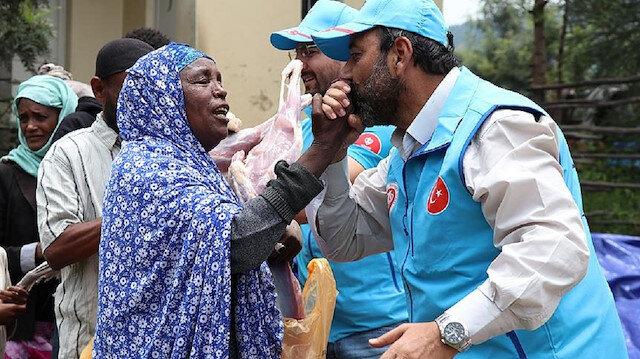 وقف الديانة التركي يوزع مساعدات غذائية على آلاف الأسر بإثيوبيا