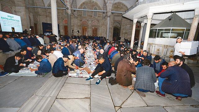 Medine usulü iftar Şehzadebaşı'nda