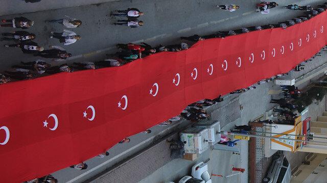 1919 metre Türk bayrağı ile yürüyüş