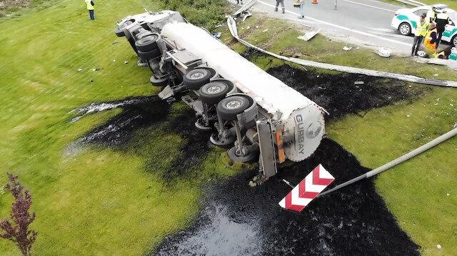 TEM Çatalca Yolunda zift yüklü tanker devrildi