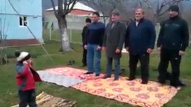 Minik imam herkesi kendine hayran bıraktı